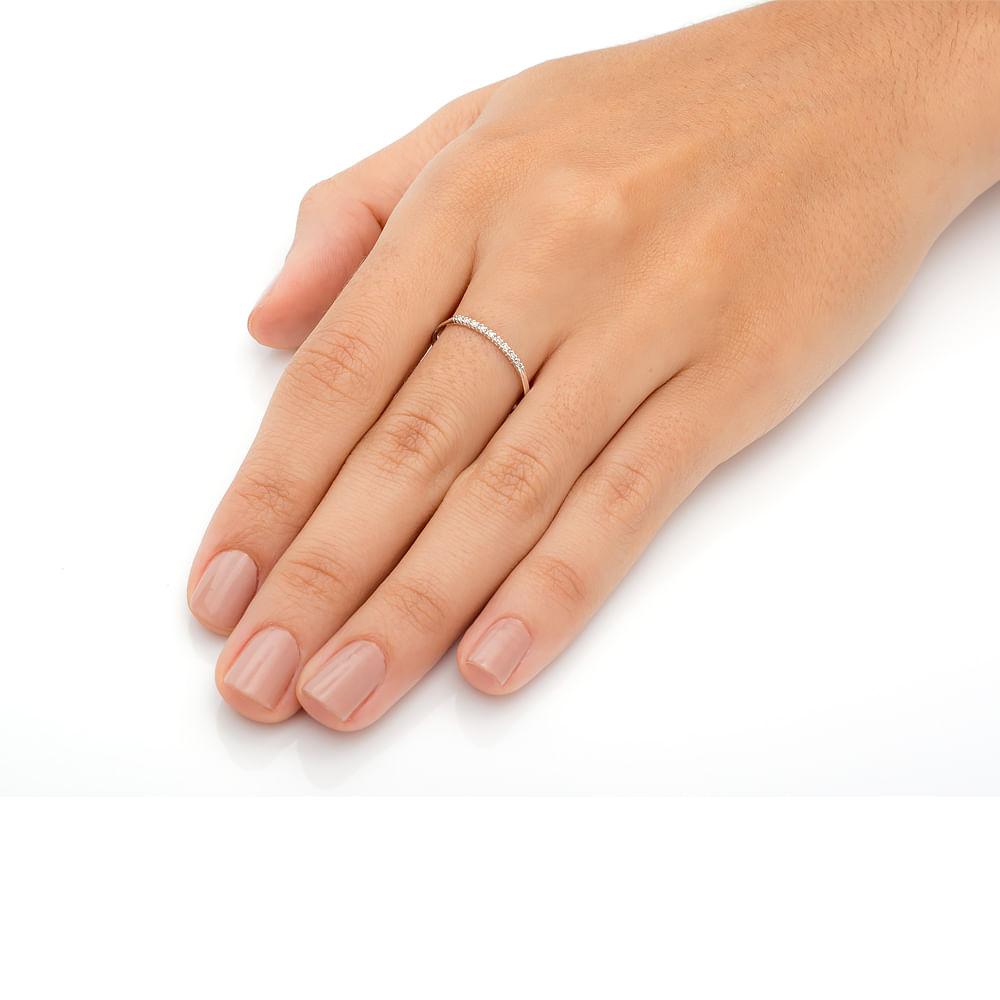 Anel em Ouro Branco 18k Meia Aliança com 9 Diamantes de 0,5 pontos ... 62df998cf9