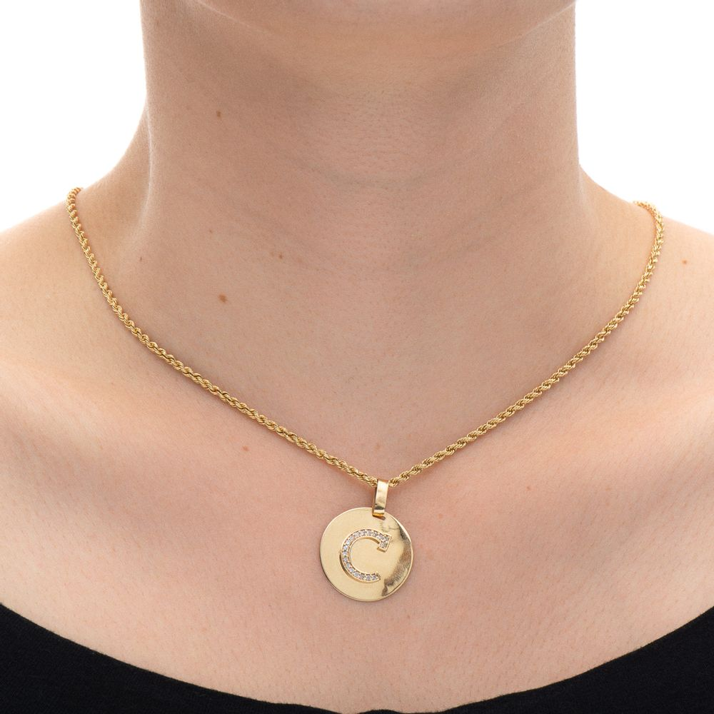 Pingente em Ouro 18k Letra C com Zircônia pi19558 - joiasgold 4a984a048b