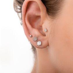 Piercing-de-Ouro-Branco-18k-Flor-com-7-Diamantes-ac07180-joiasgold